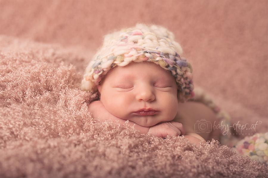 Newbornshooting mit kleiner Prinzessin in der Nähe von Wien
